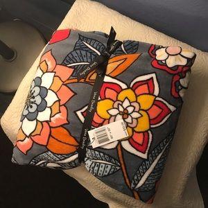NWT Vera Bradley blanket 80X50 very soft‼️